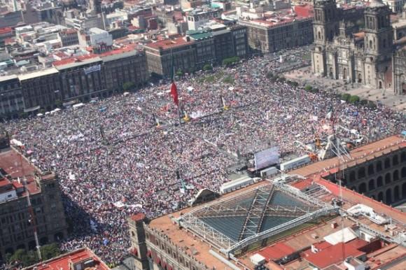 Asamblea nacional de Morena en el Zócalo del DF Foto La Jornada