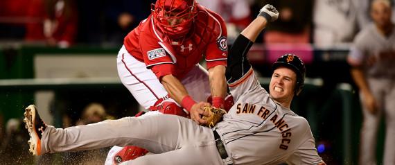 Buster Posey es puesto out en home en el noveno inning del juego entre los Gigantes de San Francisco y los Nacionales de Washington. Foto: Getty images
