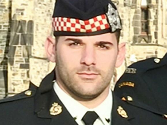 Imagen del soldado que murió por los disparos de un atacante en el parlamento de Canadá (Foto Reuters)