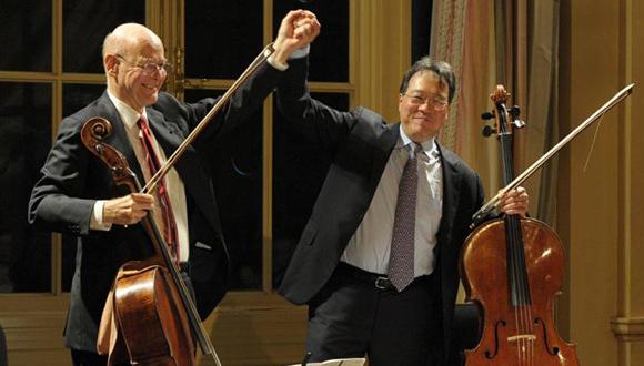 Carlos-Prieto-a-la-izquierda-junto-a-Yo-Yo-Ma