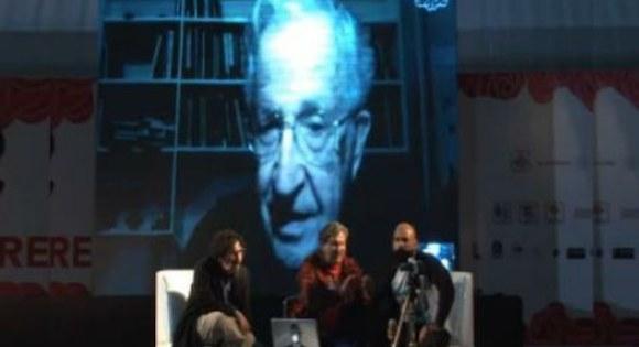 Chomsky, desde Massachusetts, habló de la utopía, América Latina y su lucha por salir del colonialismo, hasta Estados Unidos y su relación con México, y lo que ocurre en ese país.