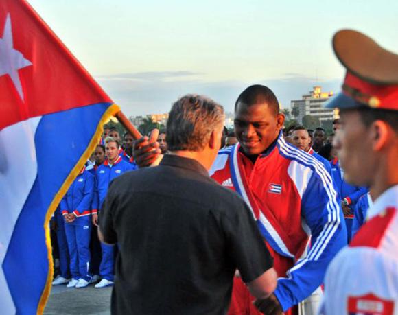 En horas de la mañana, Miguel Díaz-Canel abanderó la delegación cubana a Veracruz 2014.