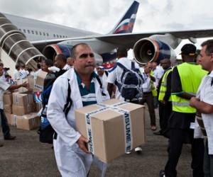 The Observer: Cuba encabeza la batalla contra el Ébola en África.