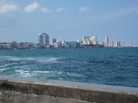 El Vedado desde el otro lado de El Malecón. Foto: Dianelys Calzado Pagés / Cubadebate