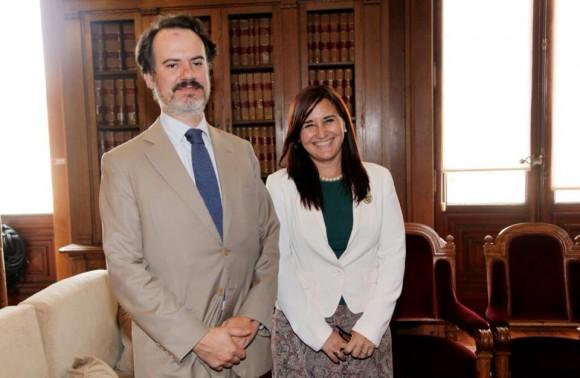 Embajadora cubana con presidente comisión congreso portugal 2