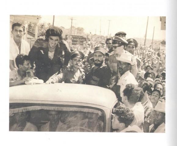 Fidel en Camagüey el 21 de octubre de 1959 enfrentando la traición de Hubert Matos. Foto: Archivo del autor / Cubadebate