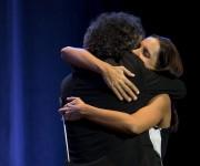 Fito Páez y Dayana García, directora de la Orquesta de Cámara de La Habana, al final de la presentación. Foto: Carla Valdés León.