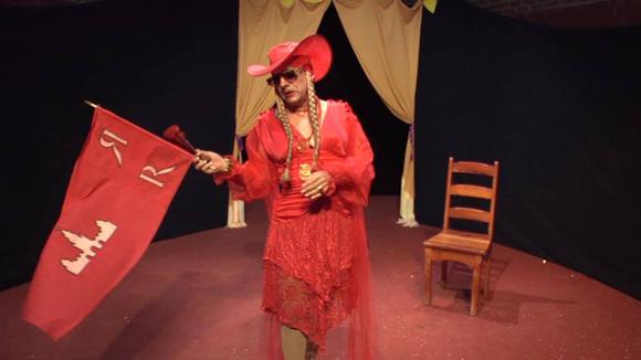 Foto 3, Pedro Luis interpreta a Roxy Rojo en Máscaras
