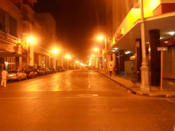 Calle Galiano de madrugada, La habana. Foto: Anuar Maximiliano Avila Peña / Cubadebate