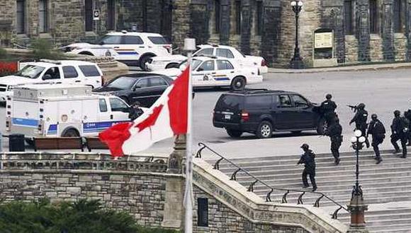 La Policía cubrió el Parlamento. Foto: EFE.