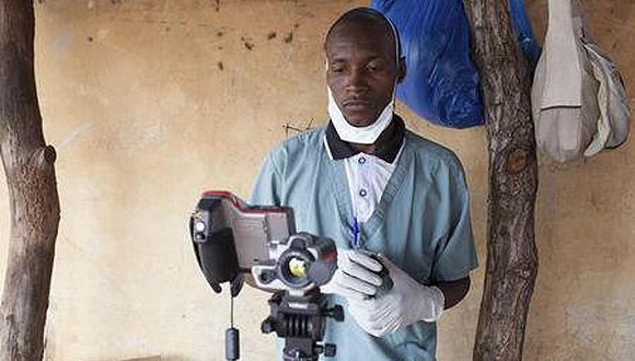 Trabajadores sanitarios en Mali recibieron una vacuna experimental contra el ébola. Foto: Reuters