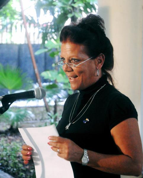 Intervención de Isabel Hernández Nordelo, hermana de Gerardo, durante el acto de entrega de la Medalla de la Amistad a Alicia Jrapko y William (Bill) Hackwell, del Comité de Solidaridad con Los Cinco, realizado en la sede del Instituto Cubano de Amistad con los Pueblos (ICAP), en La Habana, Cuba, el 2 de octubre de 2014 . AIN FOTO/Oriol de la Cruz ATENCIO / Cubadebate