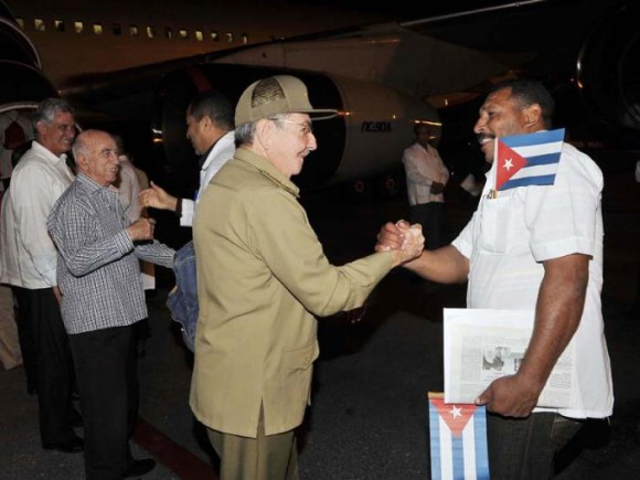 Raúl Castro despidió a colaboradores hacia Guinea Conakry y Liberia