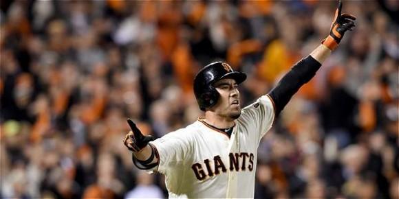 Travis Ishikawa fue el héroe de Gigantes de San Francisco, al conectar un jonrón de tres carreras. Foto AFP