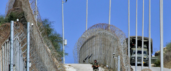 Spanish soldiers patrol the border between Morocco and Spain's enclave of Melilla, in north Africa Thursday, Oct. 6, 2005. Both countries are finalizing an emergency plan to return Africans who illegally entered Spain from Morocco, hours after another 500-strong wave of desperate men tried to reach this outpost of Europe in search of a better life. (AP Photo/Alvaro Barrientos) *** Local Caption *** SOLDADOS ESPAÑOLES EN FRONTERA ENTRE MARRUECOS Y MELILLA