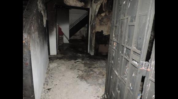 las instalaciones fueron atacadas por artefactos incendiarios lanzados de forma simultánea desde distintos puntos, afectando la fachada, la sala de reuniones y atentado contra la vida de integrantes de la brigada que trabajaba a esa hora en una ofensiva propagandística.