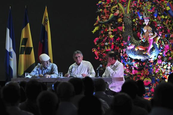Roberto Fernández Retamar, director de Casa de las Américas; Palmiro León Soria Saucedo, Embajador del Estado Multinacional de Bolivia en Cuba y Alí Rodríguez Araque, Embajador de Venezuela en Cuba. Foto: Ladyrene Pérez/ Cubadebate.