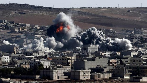 Entre las víctimas de los ataques contra los yihadistas del Estado Islámico hay 32 civiles, de los que seis son niños, según activistas sirios.