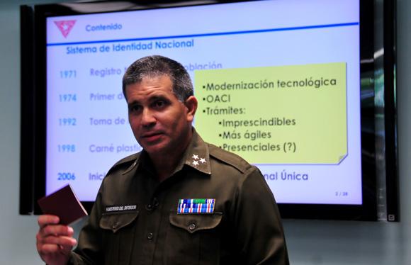 Coronel Mario Méndez Mayedo, 1er 2do Jefe Dirección, identificación, inmigración y extranjería. Foto: Ladyrene Pérez/ Cubadebate.