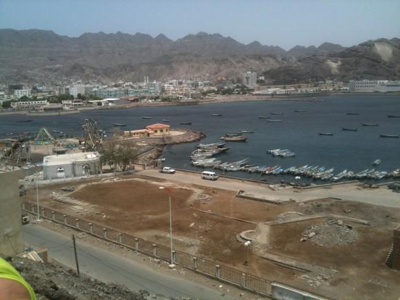 Ciudad costera de Aden, en Yemen. Foto: Pedro Pupo / Cubadebate