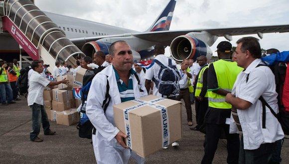 Médicos cubanos en Sierra Leona. Credit Florian Plaucheur/Agence France-Presse — Getty Images