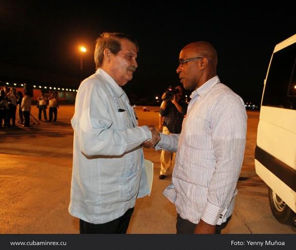 Recibió Abelardo Moreno, Viceministro de Relaciones Exteriores de Cuba junto a El Honorable Earl Asim Martin, Viceprimer Ministro de San Cristobal y Nieves. Foto: MINREX