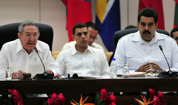 Raúl Castro y Nicolás Maduro durante la Cumbre AlBA-TCP sobre el Ébola. Foto: Ladyrene Pérez/ Cubadebate.