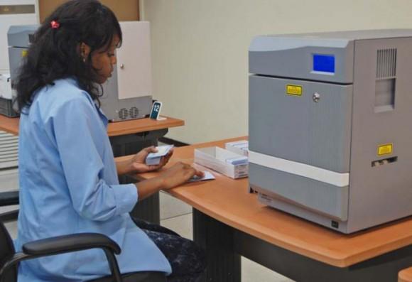 El personal encargado de confeccionar el nuevo documento de identidad cuenta con la preparación necesaria. Foto: Maylin Guerrero Ocaña.