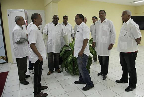 Un grupo de los colaboradores que partieron este martes para Liberia y Guinea Conakry. Foto: Ismael Francisco/Cubadebate.