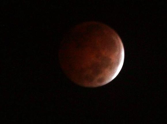 Eclipse de Luna (6: 55 am)  visto desde la Habana, Cuba. Foto: Ismael Francisco/Cubadebate