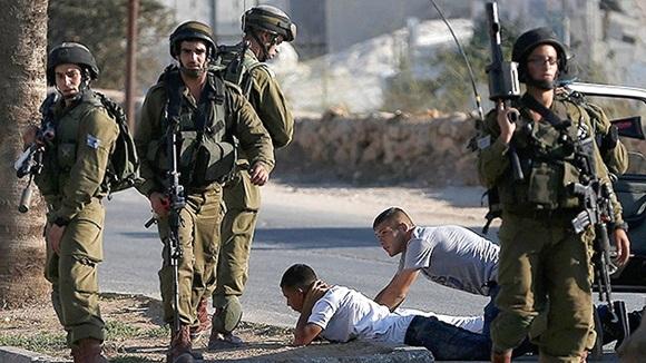 Las tropas israelíes no discriminan entre niños, mujeres y adultos. Foto / Reuters.