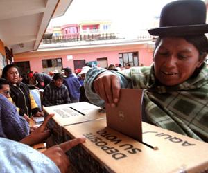 Más de nueve mil bolivianos votan en mesas donde hubo irregularidades