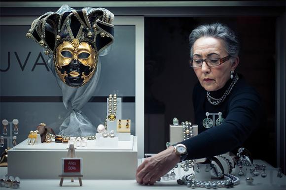 """Marius Vieth, tomó esta fotografía que resultó ser la ganadora, titulada """"La máscara de la sociedad""""."""
