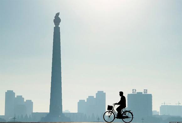 Esta imagen fue la ganadora como mejor fotografía de mañana, fue tomada en la Capital de Corea del Norte.