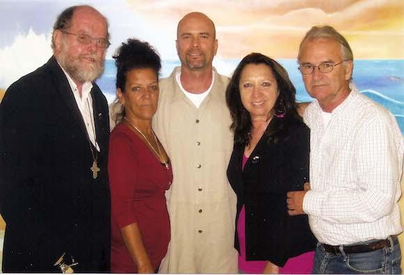Padre sudafricano Michael Lapsley, Isabel Hernández, hermana de Gerardo, Gerardo Hernández, Alicia Jrapko y el fotógrafo y activista norteamericano Bill ...