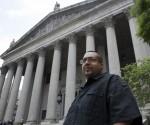 Hector Xavier Monsegur, el hacker conocido como Sabu notorio, sale de la Corte Federal de Distrito para el Distrito Sur de Nueva York en el Bajo Manhattan tras su condena el 27 de mayo 2014 (Reuters)