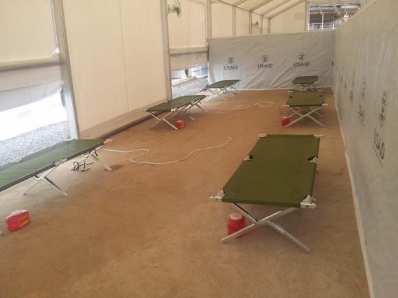 Instalación donde trabajarán los médicos y enfermeros cubanos junto a profesionales de otros países. Foto: Dr. Ronald Hernández Torres