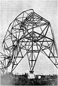 Torre de Radiotelegrafía en la estación de La Fe, extreme occidental de Pinar del Río, torcida y derribada por el Huracán Categoría 5 de octubre de 1924.