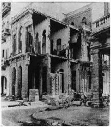 En el huracán de 1926 se produjo una gran destrucción en La Habana. Foto tomada en la esquina de Malecón y Campanario (Tomado de la revista Carteles, Vol. 9. Nro. 44. 1926).