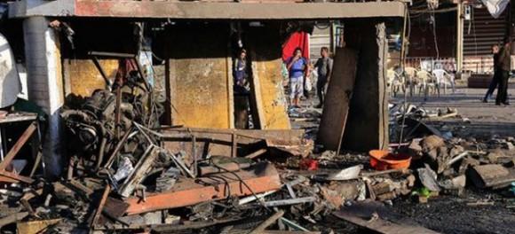 Dos atentados con automóviles cargados de explosivos en un retén de seguridad y una calle de negocios mataron este sábado a 20 personas en zonas chiítas de Bagdad.
