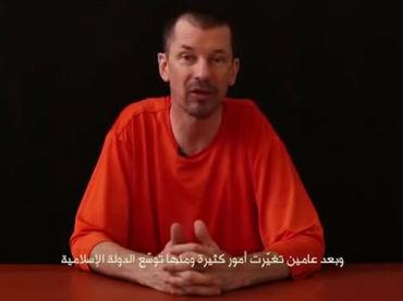 """El Estado Islámico (EI) ha lanzado un nuevo video propagandístico en el que el periodista británico John Cantlie, secuestrado en Siria hace dos años, advierte a Occidente de una """"tercera guerra del Golfo"""", informa el portal del diario inglés """"The Telegraph""""."""
