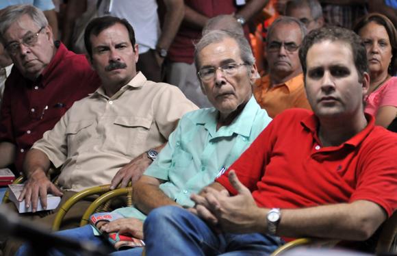 """Los pormenores de más de medio siglo de negociaciones secretas entre Cuba y Estados Unidos son revelados en el libro """"Back Channel to Cuba"""", que los estadounidenses Peter Kornbluh y William LeoGrande presentaron este lunes en La Habana. Foto: Ladyrene Pérez/ Cubadebate"""