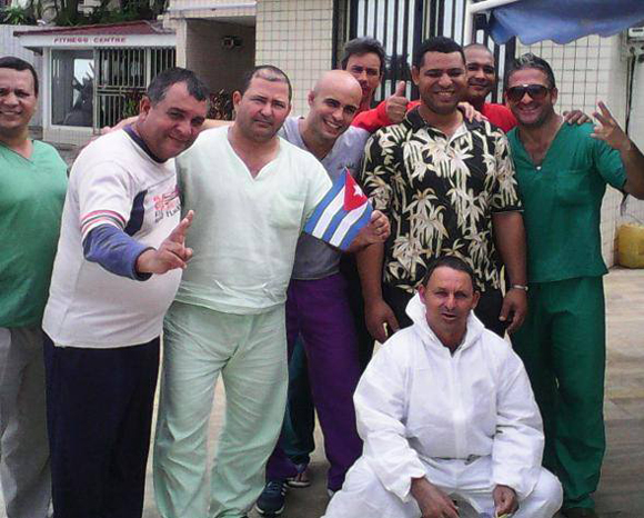 medicos-cubanos-ebola2