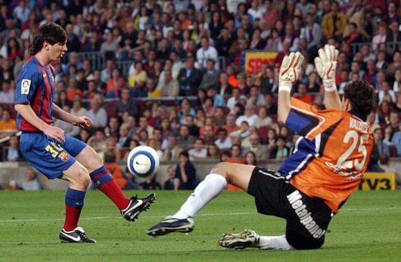 Primer gol de Messi en Primera ante el Albacete en 2005. Foto: EFE.
