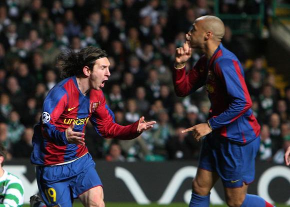 Messi marca en el campo del Celtic y Henry manda callar al público en la Champions de 2008. Foto: AP.