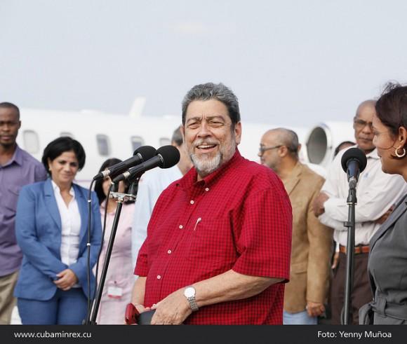 Recibió Abelardo Moreno, Viceministro de Relaciones Exteriores de Cuba a El Honorable Ralph Gonsalves Primer Ministro de San Vicente y las Granadinas. Foto: MINREX
