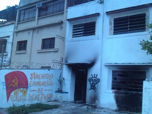 La Comisión Ejecutiva Central del Consejo Central de la Juventud Comunista de Venezuela (JCV) denunció este martes el ataque terrorista perpetrado durante la madrugada en contra de la sede de la organización, ubicada en El Paraíso, Caracas.