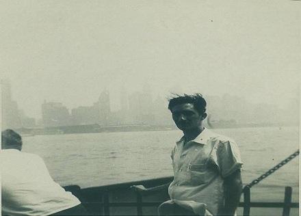 Patana cruzando el rio Hudson hacia New Jersey. Frente a mi estaba la. Estatua de la Libertad.