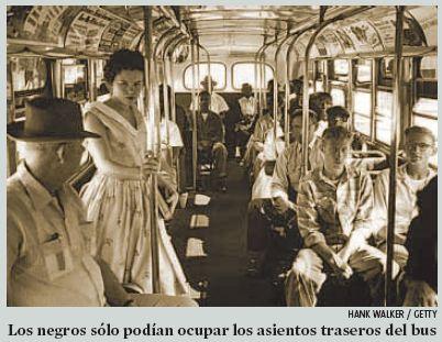 El ómnibus iba lleno al fondo con varias personas de pie y la mayoría de los asientos en la parte delantera se encontraban vacíos…