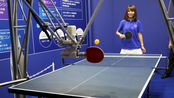 Robot juega ping pong